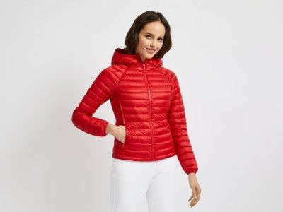 Куртка-пуховик с капюшоном Benetton. Цвет: красный