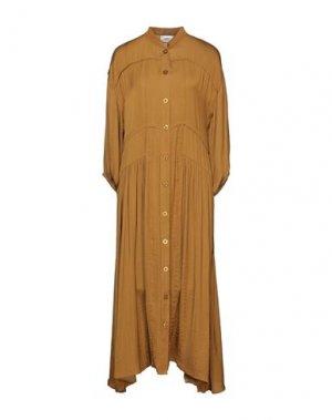 Платье длиной 3/4 GESTUZ. Цвет: верблюжий