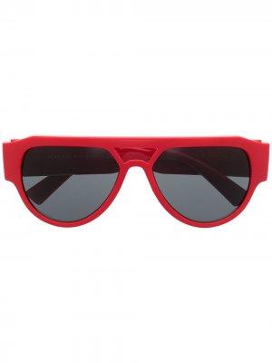 Солнцезащитные очки с декором Medusa Versace Eyewear. Цвет: красный