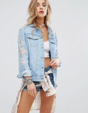 Джинсовая куртка с вышивкой пастельных тонов New Look. Цвет: синий