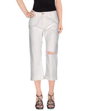 Джинсовые брюки-капри CARE LABEL. Цвет: белый