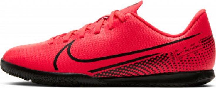 Бутсы для мальчиков Jr. Mercurial Vapor 13 Club IC, размер 35 Nike. Цвет: красный