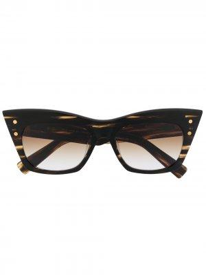 Солнцезащитные очки в оправе кошачий глаз Balmain Eyewear. Цвет: коричневый