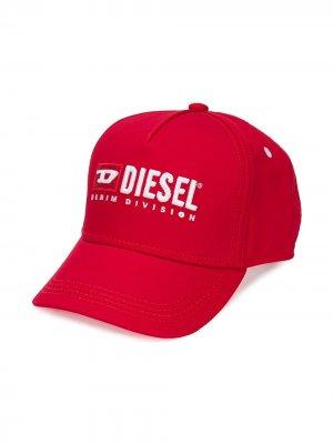 Бейсболка с вышивкой Diesel Kids. Цвет: красный