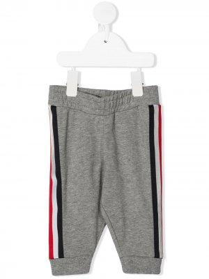 Спортивные брюки с лампасами Moncler Kids. Цвет: серый