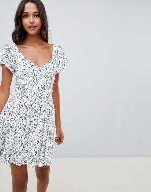 Чайное платье с запахом и принтом Abercrombie & Fitch. Цвет: мульти
