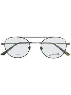 Очки CK19151 в круглой оправе Calvin Klein. Цвет: зеленый