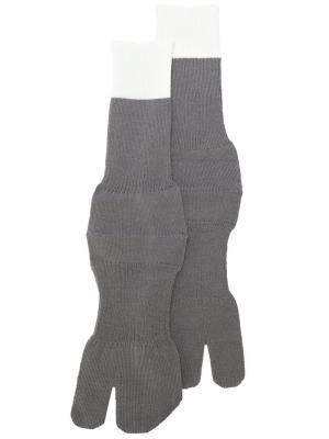 Носки с контрастным дизайном Maison Margiela. Цвет: серый