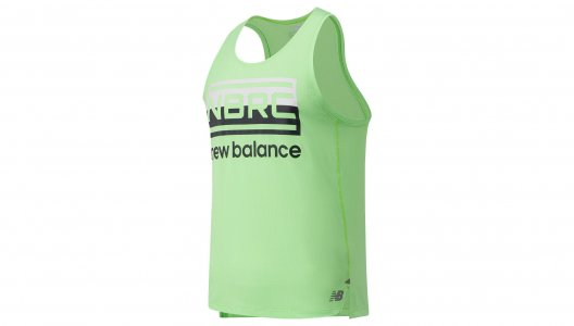 Топы, майки PRINTED IMPACT RUN SINGLET New Balance. Цвет: зеленый