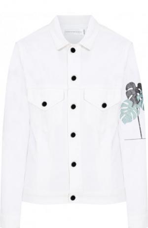 Джинсовая куртка с контрастной вышивкой Victoria, Victoria Beckham. Цвет: белый