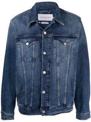 Джинсовая куртка с эффектом потертости Calvin Klein Jeans. Цвет: синий