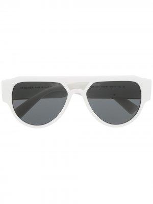 Солнцезащитные очки-авиаторы с декором Medusa Versace Eyewear. Цвет: белый