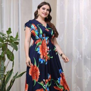 Размера плюс Платье А-силуэта большой цветочным рисунком с v-образным вырезом макси SHEIN. Цвет: темно-синий