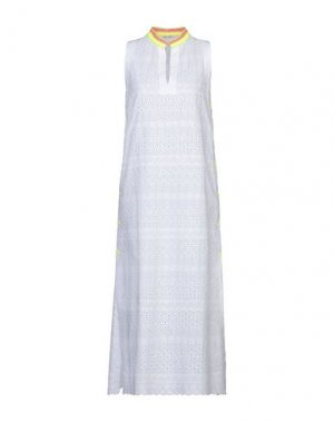 Платье длиной 3/4 AGOGOA. Цвет: белый