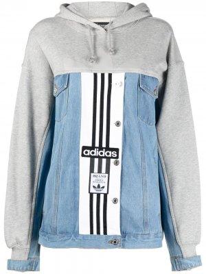 Джинсовая куртка с логотипом adidas. Цвет: серый