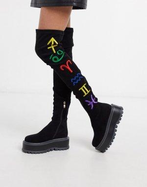 Черные ботфорты на плоской платформе с отделкой в виде символов знаков зодиака -Черный цвет Koi Footwear
