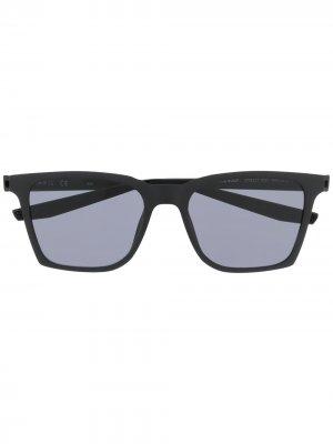 Солнцезащитные очки Bout с затемненными линзами Nike. Цвет: серый
