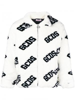 Меховая куртка-бомбер Gcds. Цвет: белый