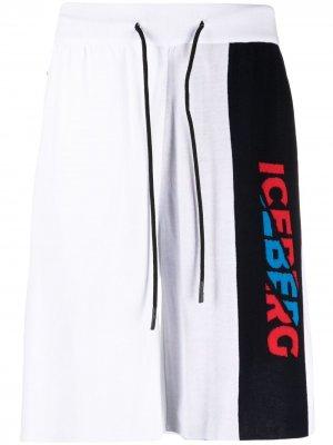 Спортивные шорты с логотипом Iceberg. Цвет: белый