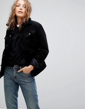Джинсовая куртка с воротником из искусственного меха Lee. Цвет: черный