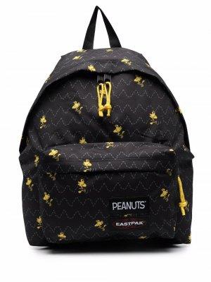 Дутый рюкзак Peanuts Eastpak. Цвет: черный