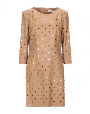 Короткое платье JITROIS. Цвет: верблюжий