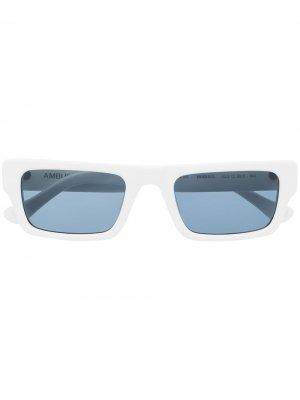 Солнцезащитные очки в прямоугольной оправе AMBUSH. Цвет: белый