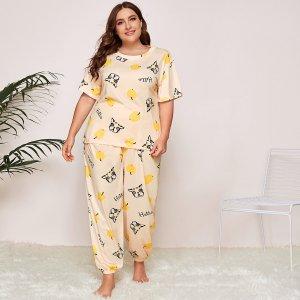 Пижама размера плюс с принтом яблока и сабоки SHEIN. Цвет: бежевые
