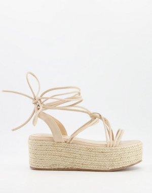 Нежно-розовые сандалии на плоской платформе -Бежевый Glamorous
