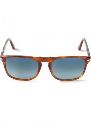 Солнцезащитные очки в прямоугольной оправе Persol. Цвет: коричневый