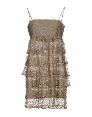 Короткое платье LIMITED EDITION. Цвет: зеленый-милитари