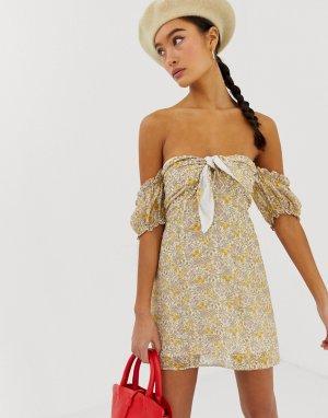 Платье мини с открытыми плечами и цветочным принтом в стиле ретро Emory Park. Цвет: желтый