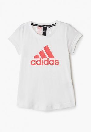 Футболка adidas. Цвет: белый
