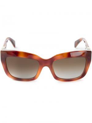 Солнечные очки Rockstud Valentino. Цвет: коричневый