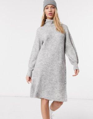 Светло-серое вязаное платье с высоким воротом и объемными рукавами -Серый Y.A.S