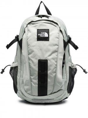 Рюкзак с нашивкой-логотипом The North Face. Цвет: серый