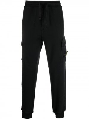 Узкие спортивные брюки с нашивкой-логотипом Stone Island. Цвет: черный