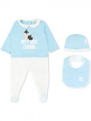 Комплект из пижамы, нагрудника и шапки Fendi Kids. Цвет: синий