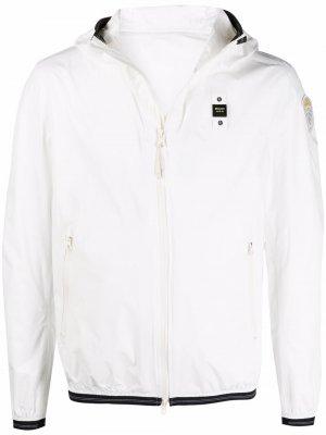 Куртка на молнии с капюшоном и логотипом Blauer. Цвет: белый
