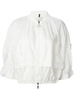 Укороченная куртка-ветровка Moncler. Цвет: белый