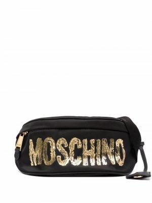 Поясная сумка с логотипом Moschino. Цвет: черный