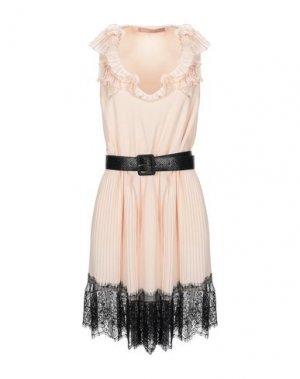 Короткое платье BABYLON. Цвет: светло-розовый