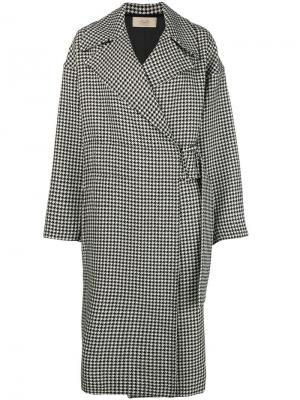 Пальто в ломаную клетку с поясом Maison Flaneur. Цвет: черный