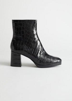 Ботильоны на каблуке из кожи под крокодила &Other Stories. Цвет: черный
