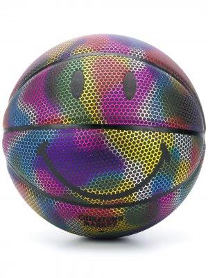 Баскетбольный мяч с принтом Chinatown Market. Цвет: черный