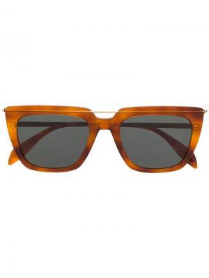 Солнцезащитные очки в квадратной оправе Alexander McQueen Eyewear. Цвет: коричневый