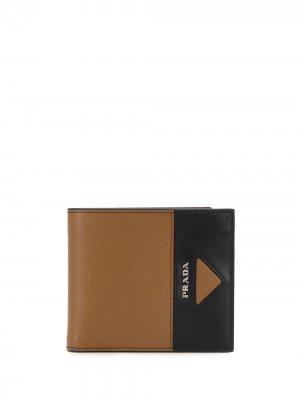 Двухцветный кошелек с логотипом Prada. Цвет: коричневый