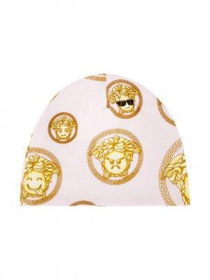 Шапка с логотипом Young Versace. Цвет: розовый