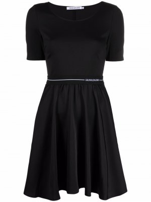 Платье с короткими рукавами Calvin Klein Jeans. Цвет: черный
