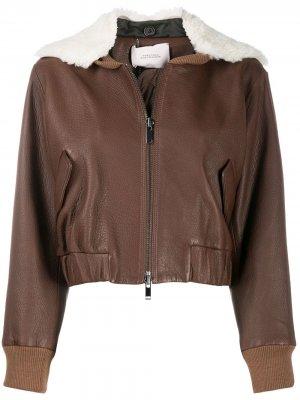 Укороченная куртка-бомбер с искусственной овчиной Dorothee Schumacher. Цвет: коричневый